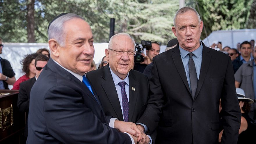 Ending a year of political paralysis, Gantz and Netanyahu poised to form unity government