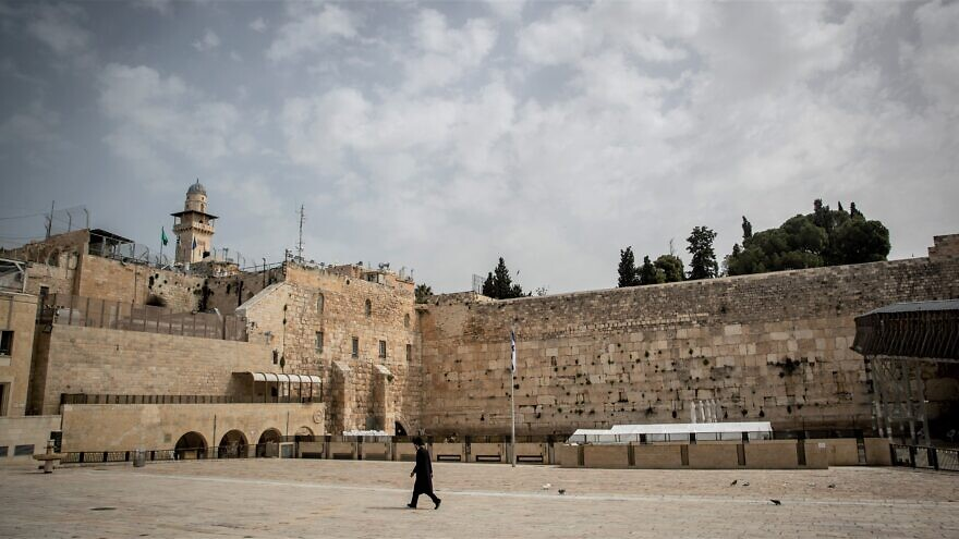Tens of thousands view prayer online at Western Wall to end coronavirus