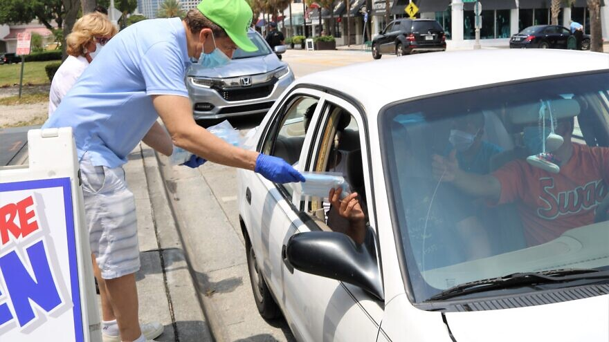 Chabad center in Southeast Florida distributes 50,000-plus masks streetside