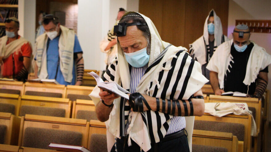 Israel reopens synagogues, beaches as coronavirus restrictions loosen further